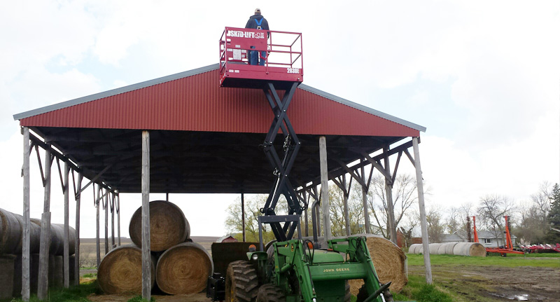 Skid-Lift successfully attaches to Farm Tractor