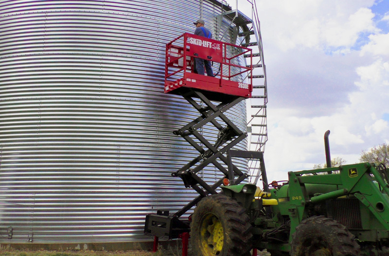 Skid-Lift Attachment for Farm Tractors