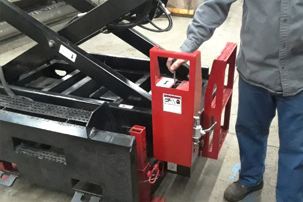 Lower Hydraulic Controls on the Skidsteer Scissor Lift Attachment