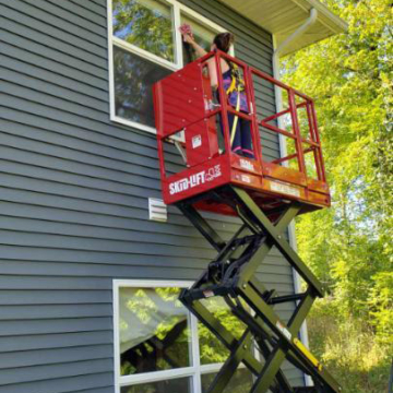 Window Cleaning with Skid-Lift