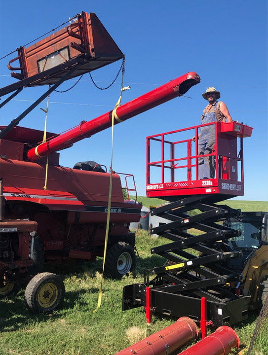Skid-Lift for Working on Combine